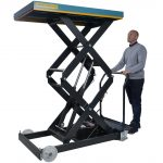Battery Powered Mobile Lift Table 800kg Operation